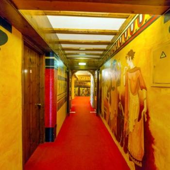 Roman_boutique_hotel_corridor