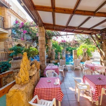 Roman_boutique_hotel_restaurant_outside_2